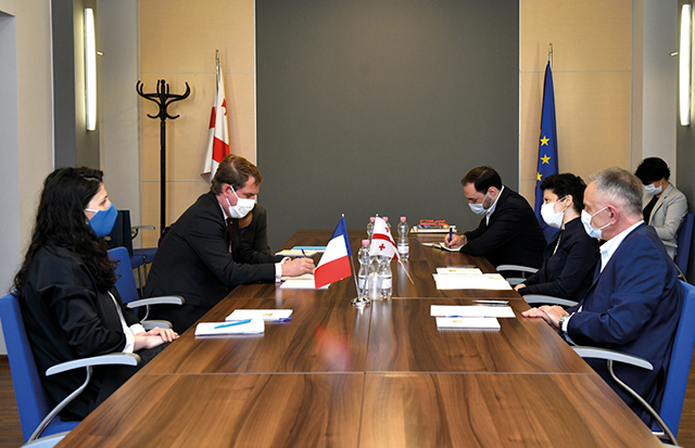 The Minister of Culture discusses cooperation with French Ambassador Colas.