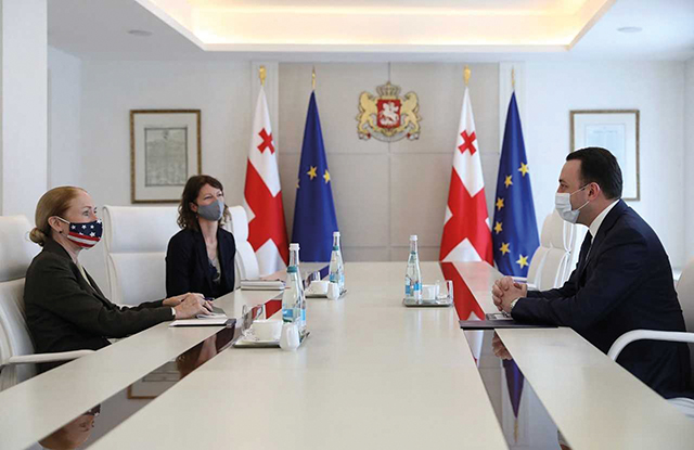 The PM meets with US Ambassador Degnan.