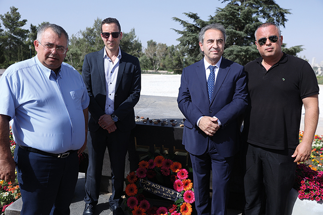 Itsik Moshe with - Minister of Welfare Itzik Shmuli, Chairman of the Committee for Immigration, Absorption and Diaspora Affairs David Bitan and Former Deputy Speaker of the Knesset Hilik Bar on Mount Herzl.